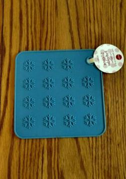 HotSpot POTHOLDER, SILICONE Up to 675* Sky Blue Snowflakes 7